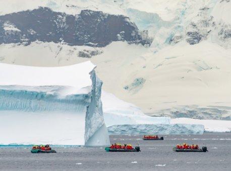 Tenderbat-tur-Cuverville-Island-Antarktis-HGR-137535_1024- Foto_Karsten_Bidstrup