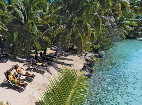 Enjoy a day on our private islet, Motu Mahana, off the coast of Taha'a, featuring snorkeling, watersports, complete with barbecue, full bar service and Polynesian hospitality