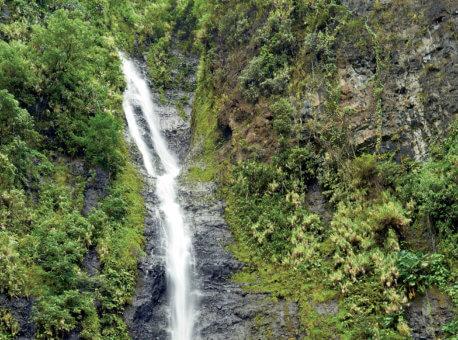 CG.L_Tahiti_waterfall_0555-hi
