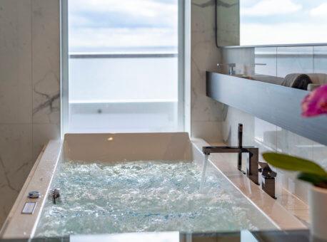 Scenic Eclipse Spa Suite Spa Bath