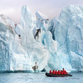 Antarctica-Icebergs-Zodiac