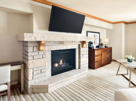 Park-Hyatt-Beaver-Creek-P177-Park-Fireside-Suite.adapt.16x9.1280.720