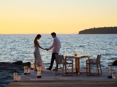 Romantic_boardwalk_dinner_[8340-ORIGINAL]